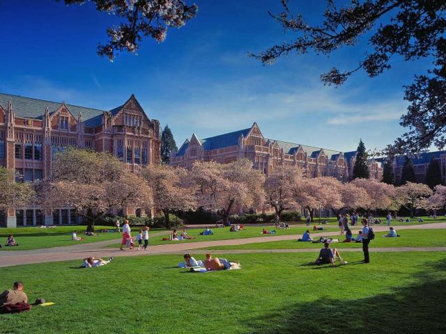 (图片来自华盛顿大学官方宣传材料) 我校2019年寒假华盛顿大学STEP短期项目校内申请工作现已启动,现将该项目的校内申报事宜通知如下:  一、项目信息 1、学校简介: 华盛顿大学(University of Washington),创建于1861年,坐落在美国华盛顿州的西雅图市,也是美国西岸历史最悠久的大学,被誉为公立常春藤之一。所在城市西雅图,就业环境绝佳,学生有大量的实习机会,每年很多学生进入微软、英特尔等高科技公司工作。在2017年《美国新闻与世界报道》发布的世界大学权威排名中,华盛顿大学排